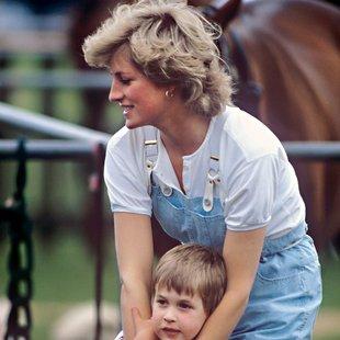 12 najbolj ikoničnih stajlingov za prosti čas princese Diane