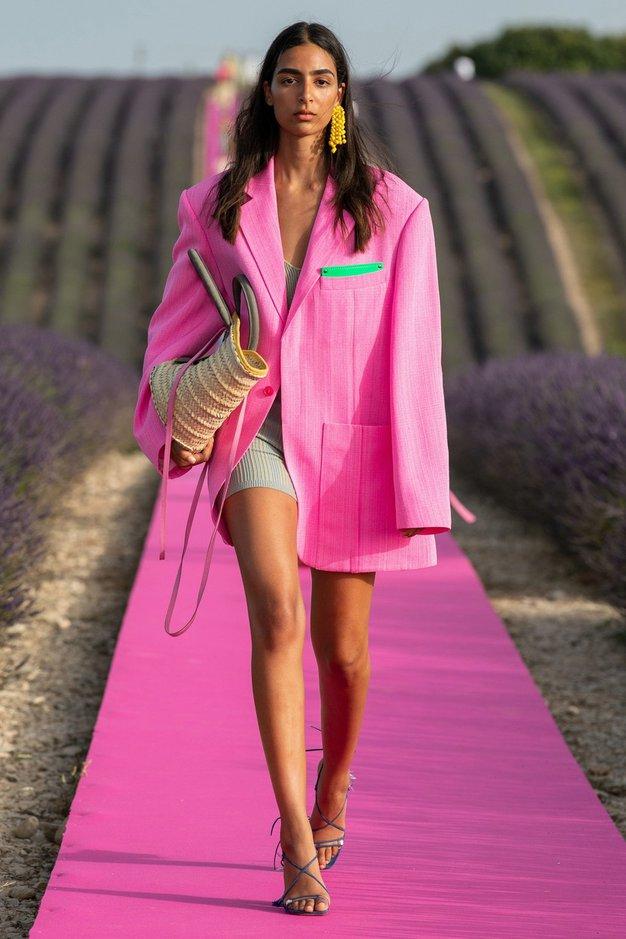V H&M smo našli čudovit roza suknjič po vzoru Jacquemusa - Foto: Profimedia