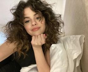 Kako ukrotiti skodrane lase? Novinarka je preizkusila 3 izdelke s slovenskih polic
