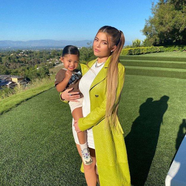 Kylie Jenner - 590 milijonov dolarjev