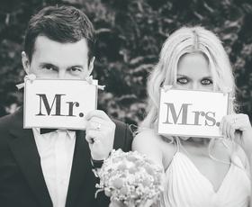 Poročni zvonovi po epidemiji zvenijo kako drugače? (pogovor z načrtovalcema porok)