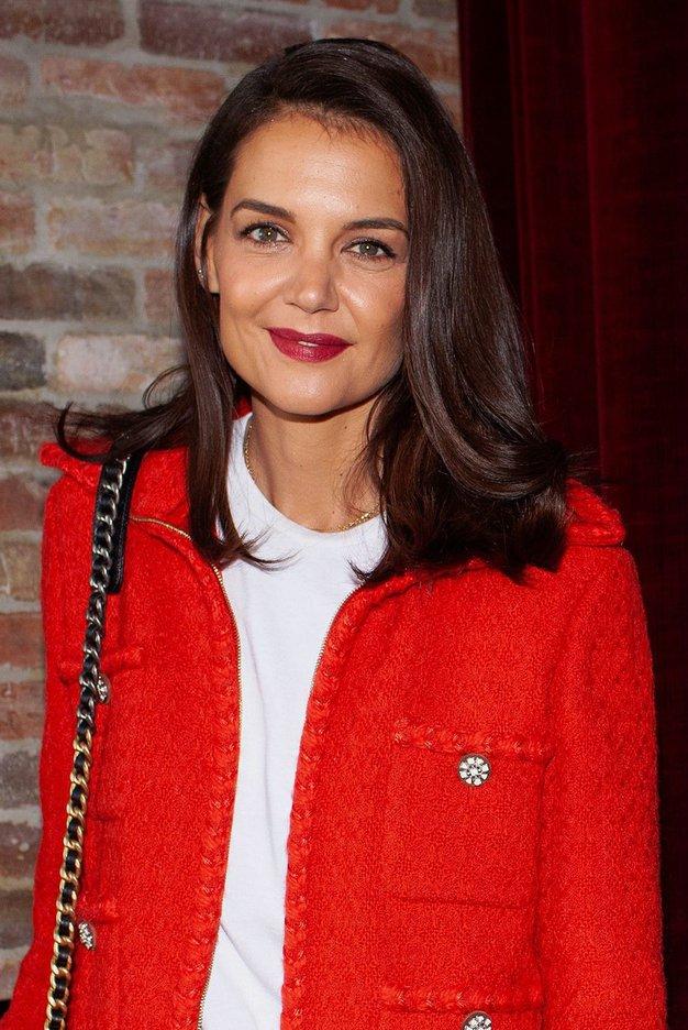 Katie Holmes je na svoj rojstni dan nosila rdeče hlače s tem klasičnim vzorcem - Foto: Profimedia