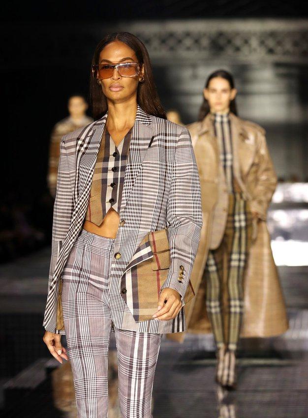Burberry bo septembra uprizoril modno revijo na prostem - Foto: Profimedia