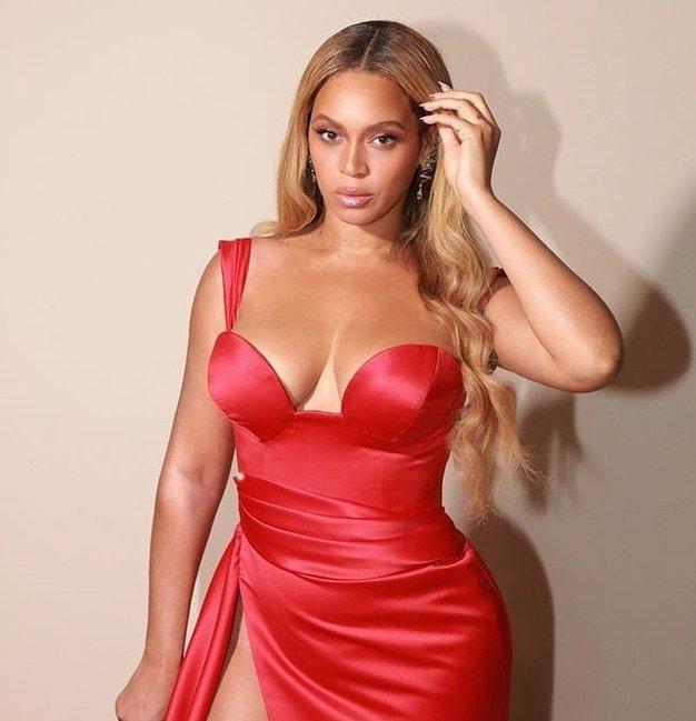 Beyoncé je na podelitvi nagrad BET nosila čudovit stajling - Foto: Profimedia
