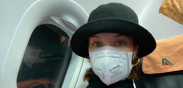 Se vam pod zaščitno masko pojavljajo akne? Poglejte, kako pomirite razdraženo kožo in pravilno očistite masko