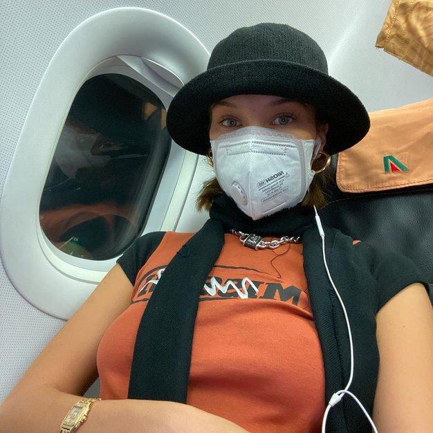 Se vam pod zaščitno masko pojavljajo akne? Poglejte, kako pomirite razdraženo kožo in pravilno očistite masko - Foto: Profimedia