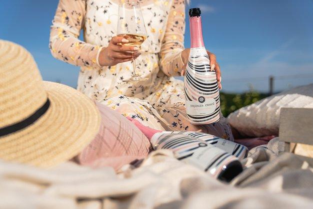 Pozabite na džin tonik, Elle dekleta se to poletje navdušujemo nad to pijačo - Foto: PROMO