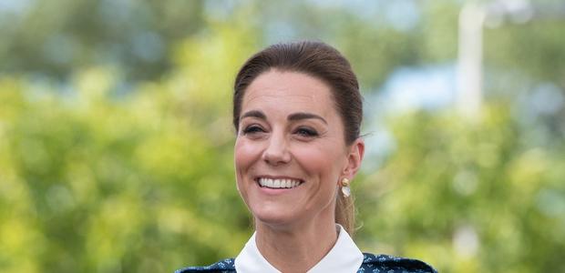 Kate Middleton je nosila nov trend hlač, zaradi katerega boste pozabili na svoje najljubše kavbojke