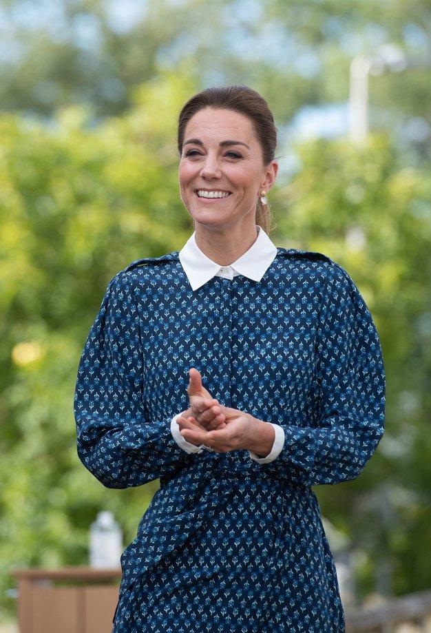 Kate Middleton prisega na jesenski trend hlač, zaradi katerega boste pozabili na svoje najljubše kavbojke - Foto: Profimedia