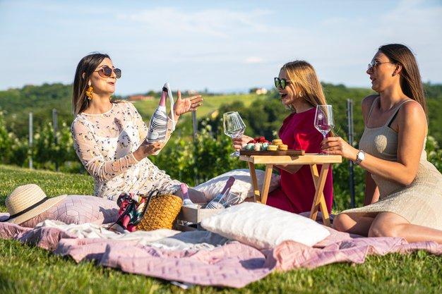 Se imate za ženstveno in strastno? To je vaša hit poletna pijača (+ recepti za božanske koktajle) - Foto: PROMO