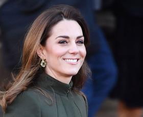Kate Middleton trenutno obožuje ta vzorec (+ kako ga nositi kot vojvodinja)