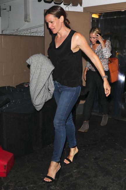 Jennifer Garner in Chelsea Handler