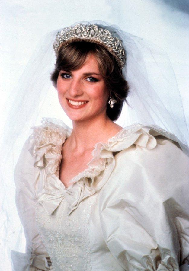 Danes mineva 39 let od poroke princese Diane in princa Charlsa - to so najlepše fotografije