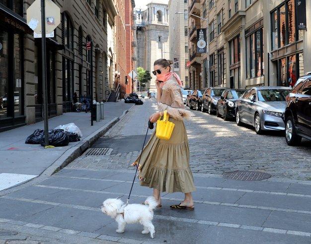 Kako nositi ruto namesto zaščitne maske? Posnemajte Olivio Palermo - Foto: Profimedia