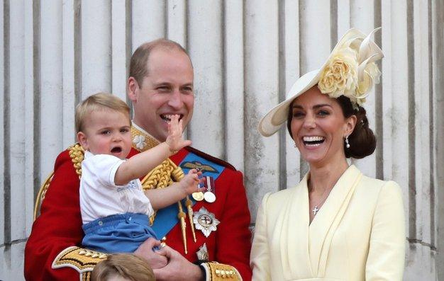 Našli smo še nikoli videno fotografijo princa Louisa - poglejte, kako velik je že - Foto: Profimedia