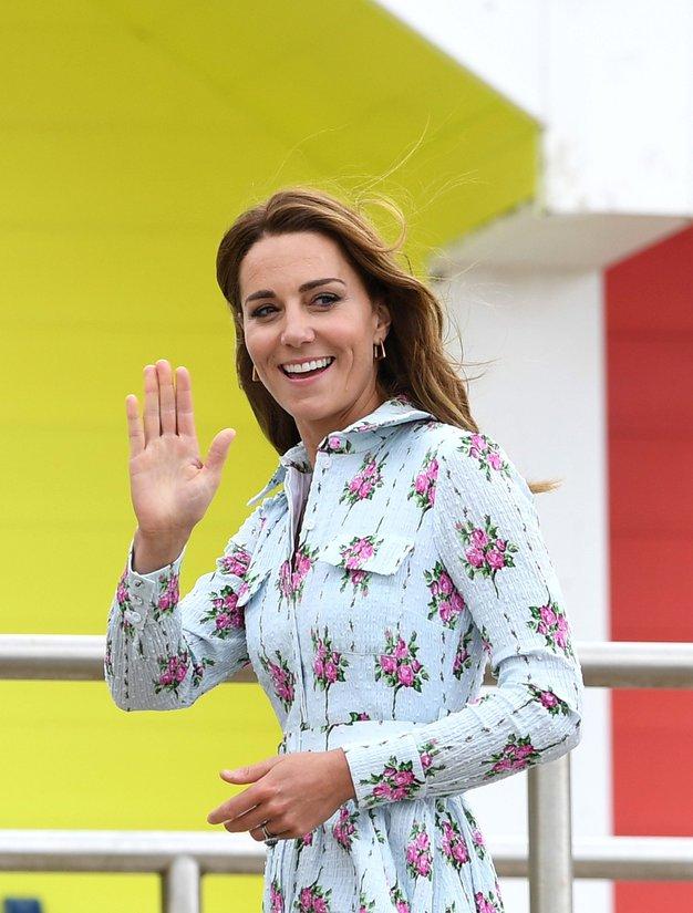 Kate Middleton je blestela v tej obleki s cvetličnim vzorcem - Foto: Profimedia