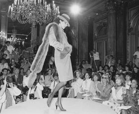Dilema: Ali moda lahko živi le v digitalnem svetu?