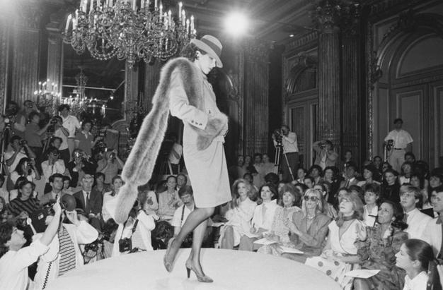Dilema: Ali moda lahko živi le v digitalnem svetu? - Foto: Profimedia