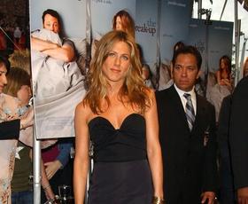 Ta plašč Jennifer Aniston morate imeti v svoji omari