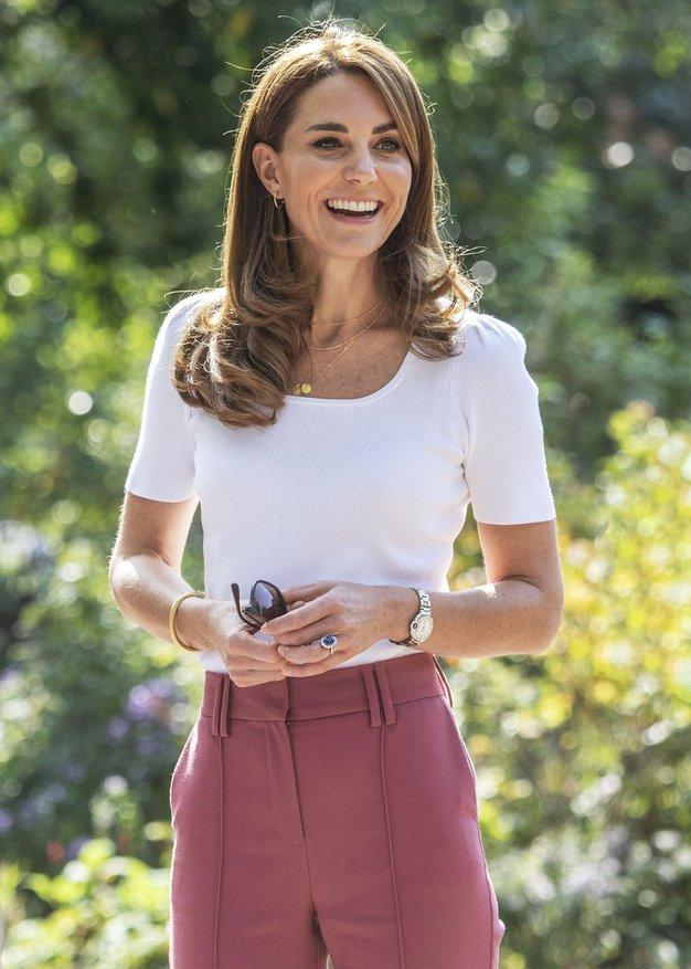 Kate Middleton nam je pokazala, kako nositi džins obleko - Foto: Profimedia