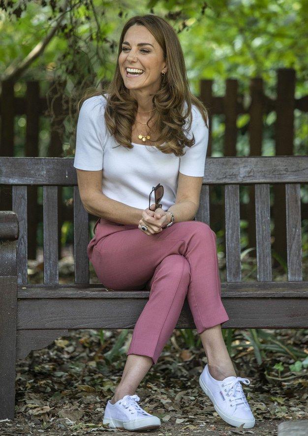Kate Middleton je nosila plašč iz Massimo Dutti, ki je na voljo tudi v Sloveniji - Foto: Profimedia