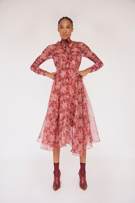 Kakšna je prihodnost modne industrije? (intervju z londonskimi oblikovalci) - Foto: Profimedia