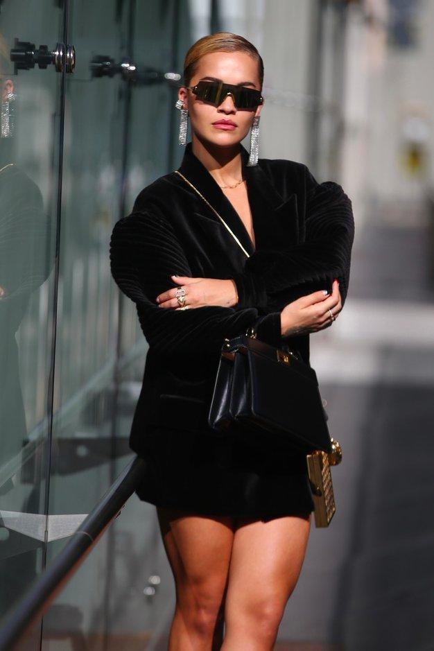 Rita Ora nas je v Milanu navdušila s tem outfitom - Foto: Profimedia