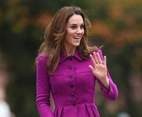 Ste opazili ta skrivna sporočila, ki jih Kate Middleton sporoča s svojimi oblačili?