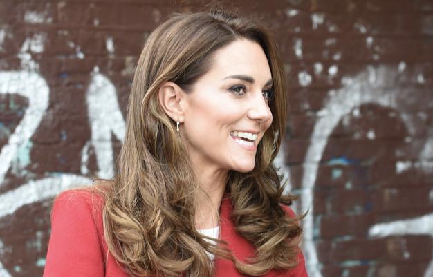 Zaljubili smo se v čudovit rdeč plašč Kate Middleton - Foto: Profimedia