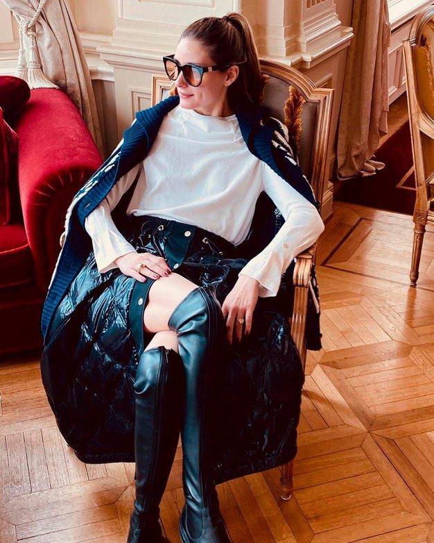 Visoke škornje čez kolena bomo letošnjo zimo nosili tako - Foto: Profimedia