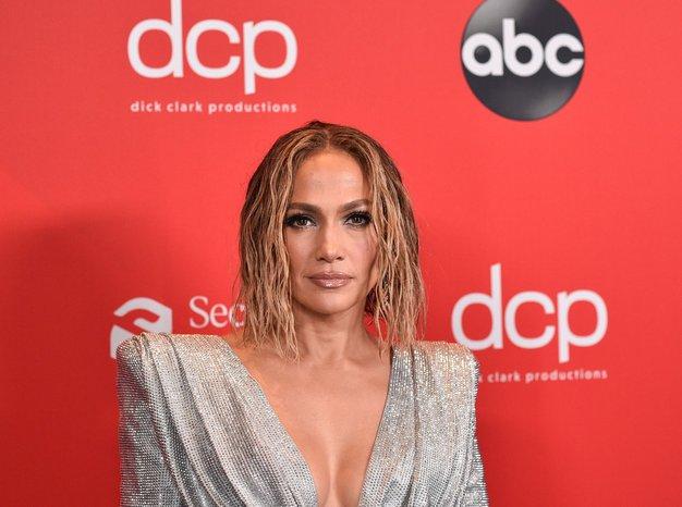 Vsi govorijo o tem drznem stajlingu Jennifer Lopez - Foto: Profimedia