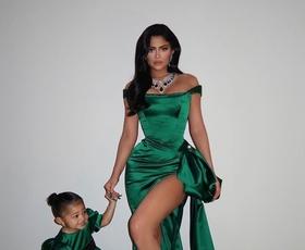 6 prikupnih fotografij Kylie Jenner in hčerke Stormi v ujemajočih se outfitih