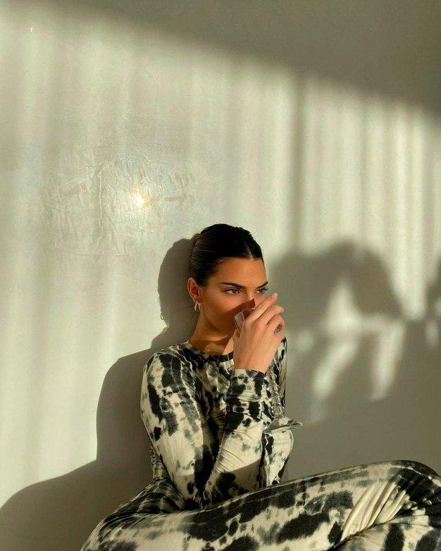 Kendall Jenner za letošnjo zimo izbrala čudovit kamelji plašč - Foto: Profimedia