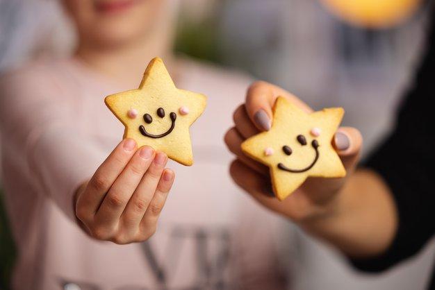 HOFERjevi Nasmeškotki pomagajo dijakom Botrstva - Foto: Profimedia