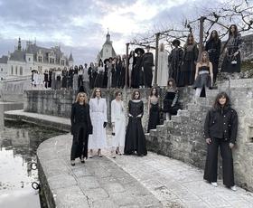To je najbolj presenetljiv trend z modne revije Chanel Métiers d'art