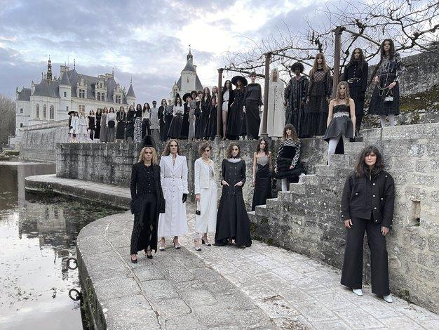 To je najbolj presenetljiv trend z modne revije Chanel Métiers d'art - Foto: Chanel