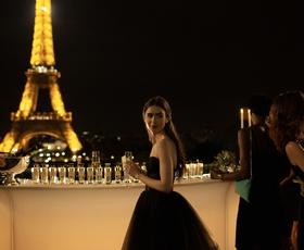 9 serij in filmov, ki si jih lahko ogledate, če vam je bila všeč Emily v Parizu