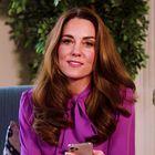 Skoraj 10 let po poroki nas je Kate Middleton očarala v belem stajlingu
