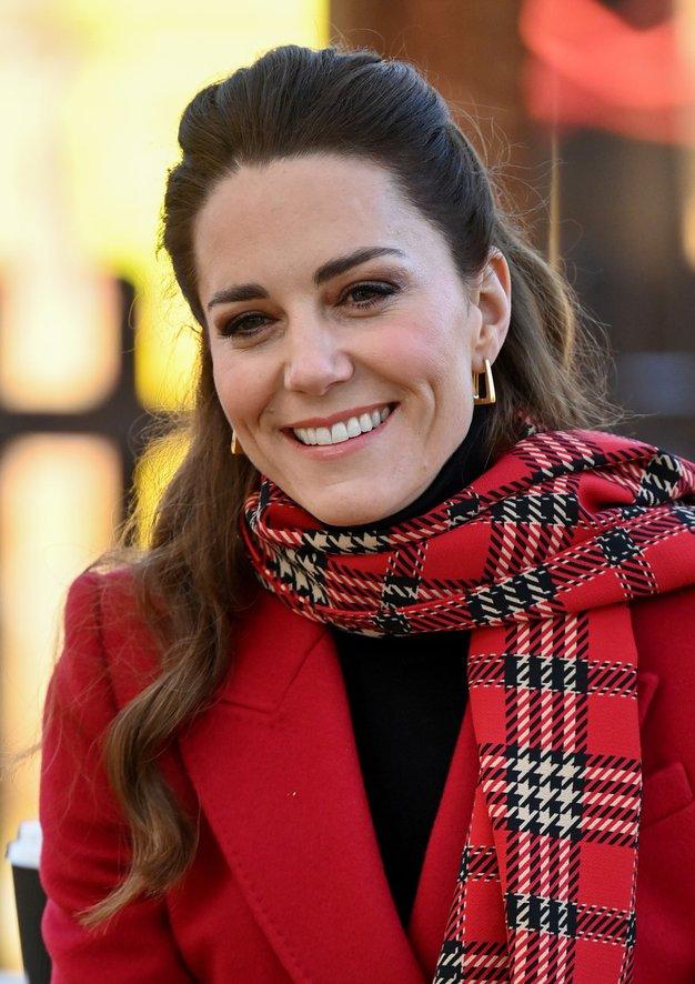 Kate Middleton plašč to zimo kombinira tako - Foto: Profimedia