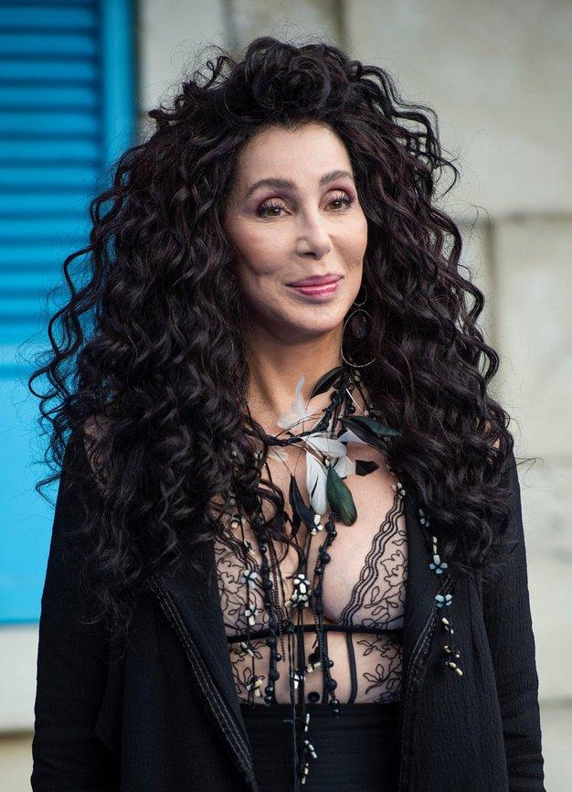 Cher je nosila ta stajling in dokazala, da je kraljica zimske mode - Foto: Profimedia