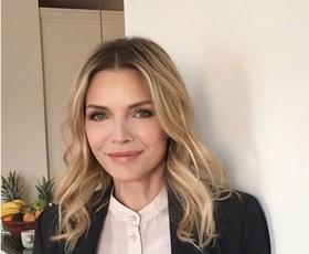 Michelle Pfeiffer rojstni dan proslavila v popolni uniformi sodobne ženske