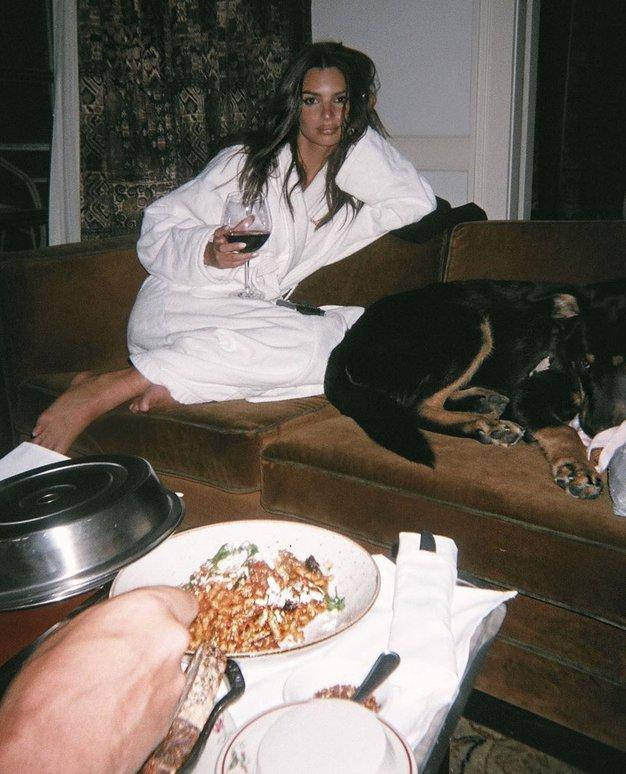 Smo po romantični večerji lahko preveč siti za spolne užitke? (iskreno razmišljanje novinarke) - Foto: Profimedia