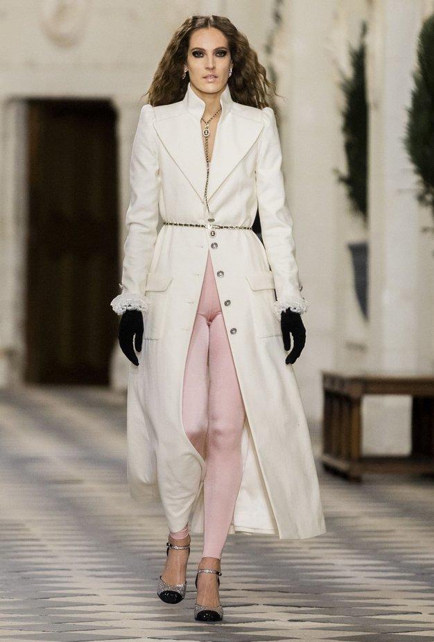 Poglejte, kako nositi največji trend iz 80-ih kot na modni reviji Chanel - Foto: Profimedia