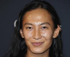 Na dan so prišle grozljive obtožbe spolnega nadlegovanja s strani oblikovalca Alexandra Wanga