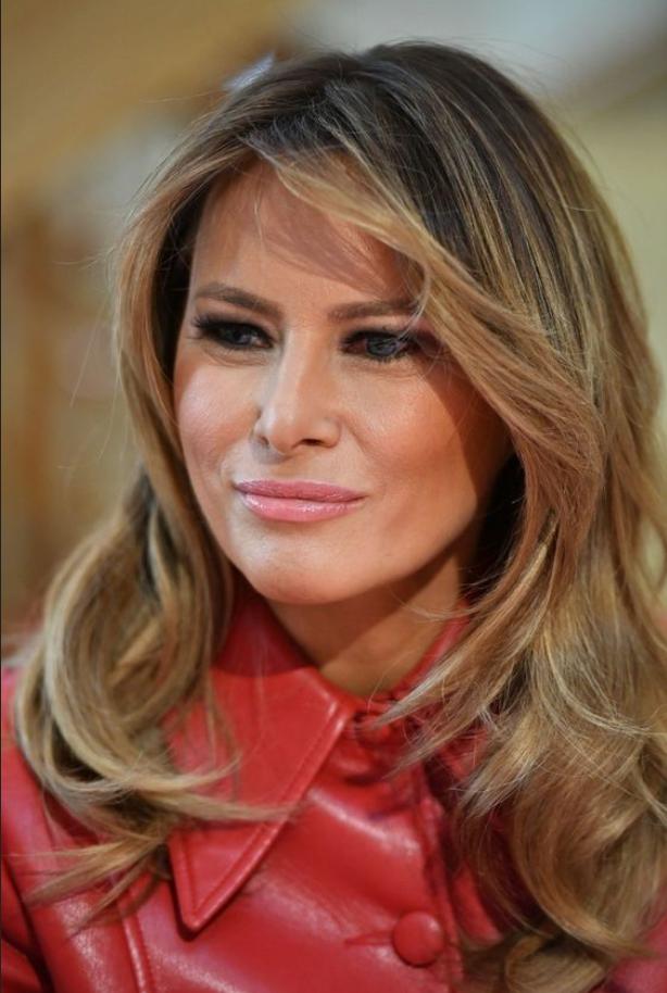 Melania Trump se je v Belo hišo vrnila v čudovitem karirastem plašču - Foto: Profimedia