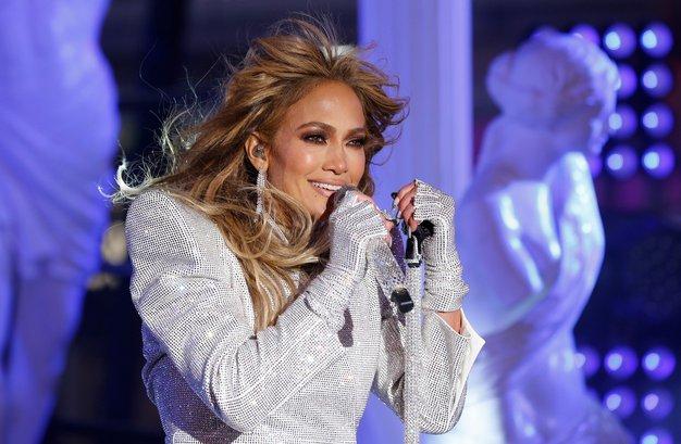 Jennifer Lopez blestela v čudovitem novoletnem stajlingu - Foto: Profimedia