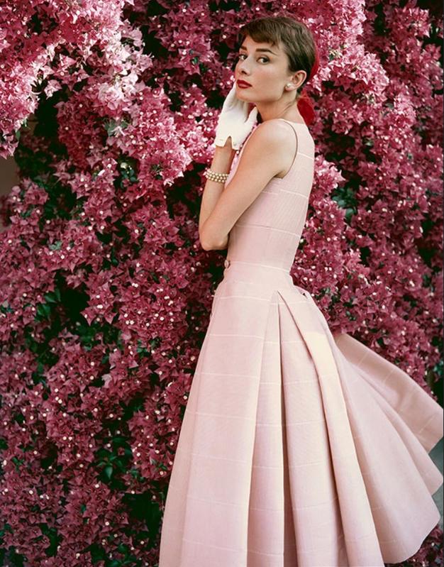V fotogaleriji si poglejte najlepše obleke s podelitev oskarjev v letu, ko ste se rodili.