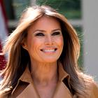 Melania Trump na Florido prispela v čudoviti obleki s pisanim vzorcem