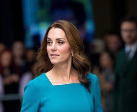Kate Middleton čudovita v suknjiču s tem klasičnim vzorcem
