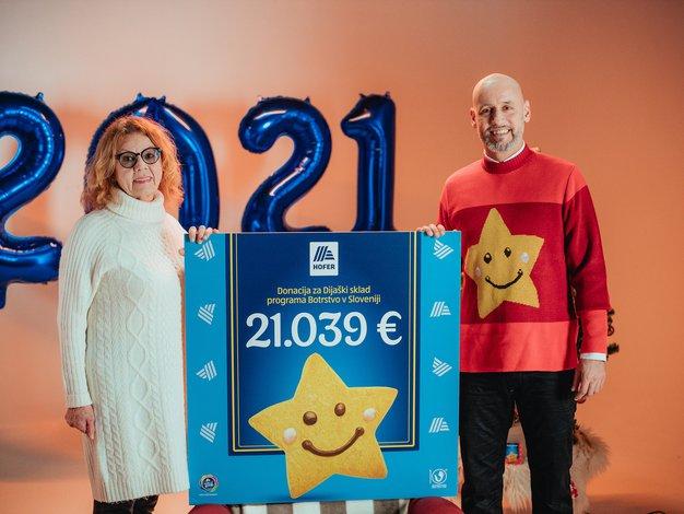 HOFER z Nasmeškotki za Botrstvo zbral rekordnih 21.039 evrov - Foto: Promocijsko gradivo